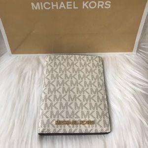 NEW! MICHAEL KORS PASSPORT CASE